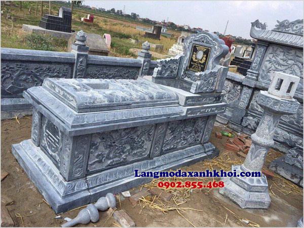 Đá xanh nguyên khối là vật liệu được ưa chuộng khi xây dựng lăng mộ